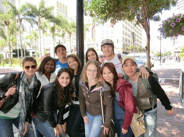 海外短期留学は英会話上達に効果的か?