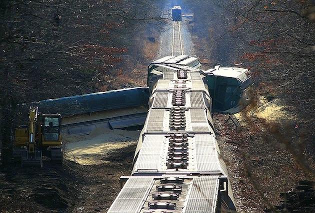 ドイツ鉄道事故は「ながら携帯」が原因だった