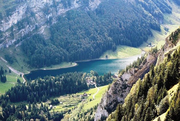 スイスに世界最長のトンネル開通