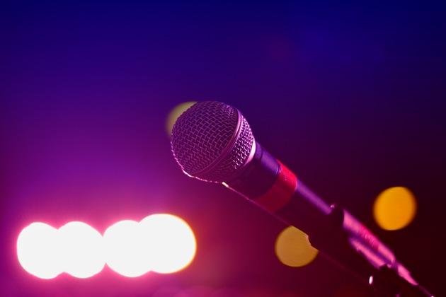 【Karaoke!?】James Cordenとは?セレブも大好きな超人気コメディアンで英語学習