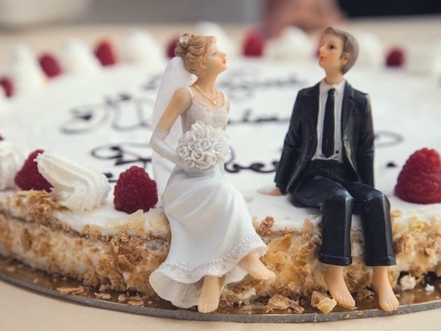 海外の結婚記念日、どのようにお祝いする!?