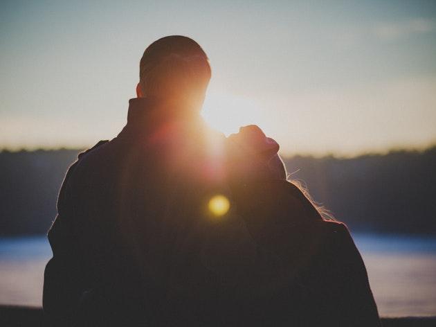 女の子と結婚したゲイ。心温まるAMAで英語学習