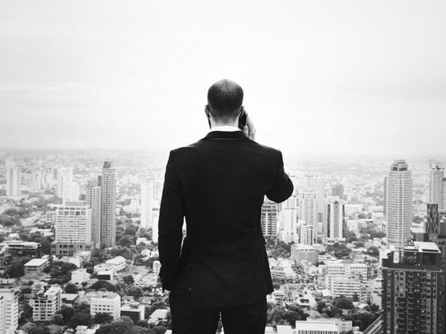 【007】ジェームズ・ボンド映画にエキストラとして出演した人のAMAで英語学習