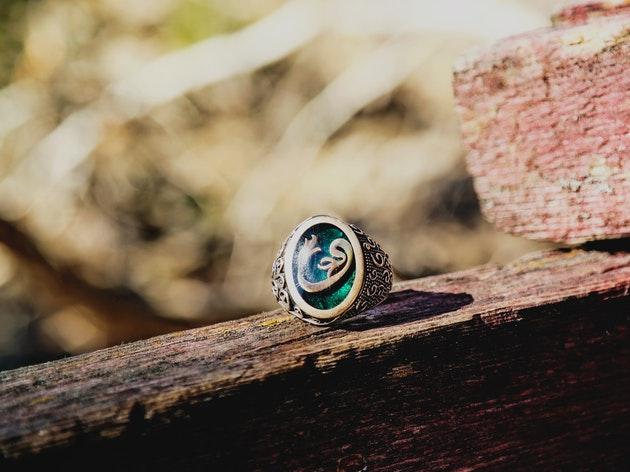 【英語記事】アマチュアお宝ハンターが350年前のリングを発見!
