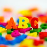 小学校でおこなわれる英語の授業、導入のABCはいかに!?